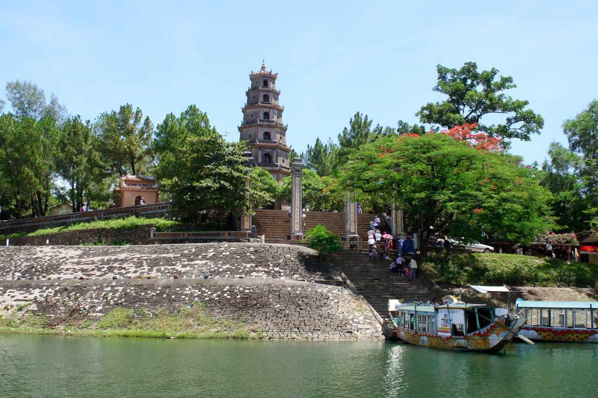 Cảnh Chùa Thiên Mụ - Tour du lịch Huế