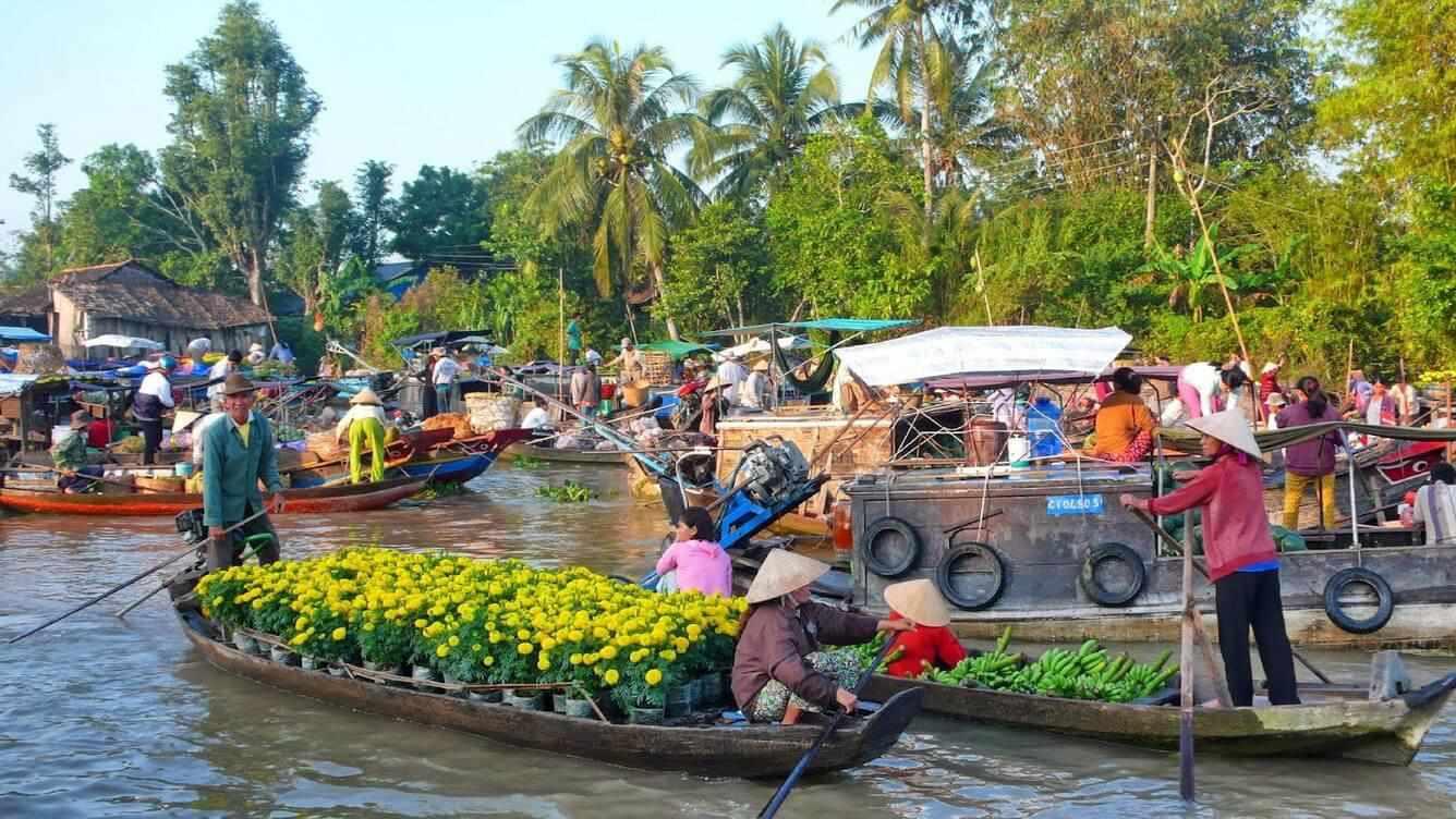 Chợ nổi Long Xuyên phản ánh chân thực cuộc sống người dân miền Tây thường ngày. Tour An Giang.