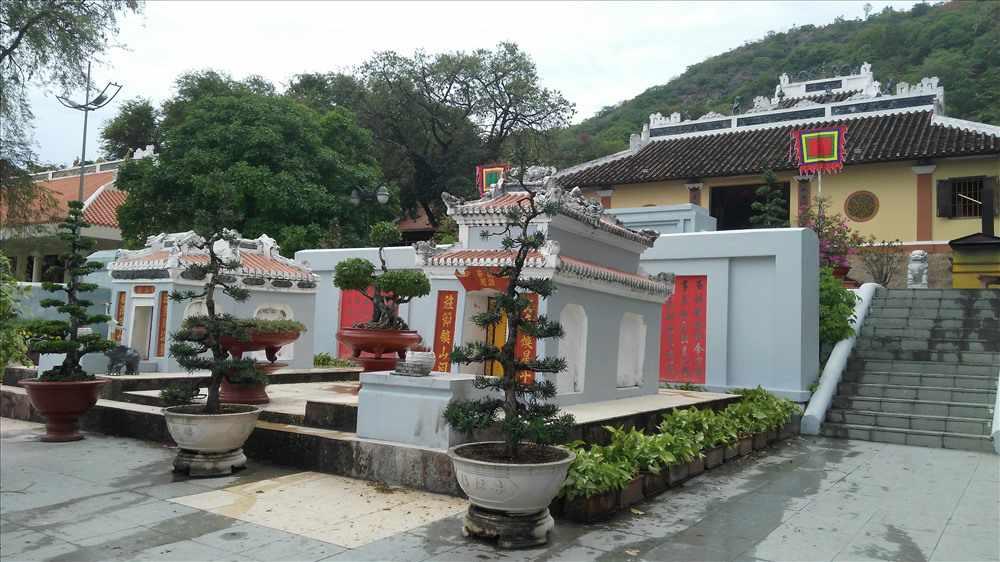 Đi tour du lịch An Giang bạn phải viếng thăm lăng Thoại Ngọc Hầu nữa nhé.