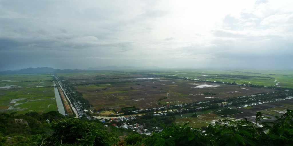 Đi tour An Giang thì không thể bỏ lỡ cơ hội nhìn ngắm mảnh đất này từ trên đỉnh núi Sam.