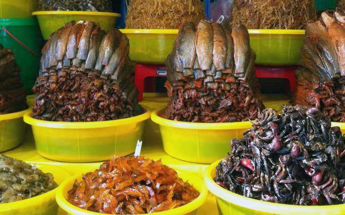 Đi tour du lịch An Giang thì nhớ mà mua mắm Châu Đốc về nữa đấy.