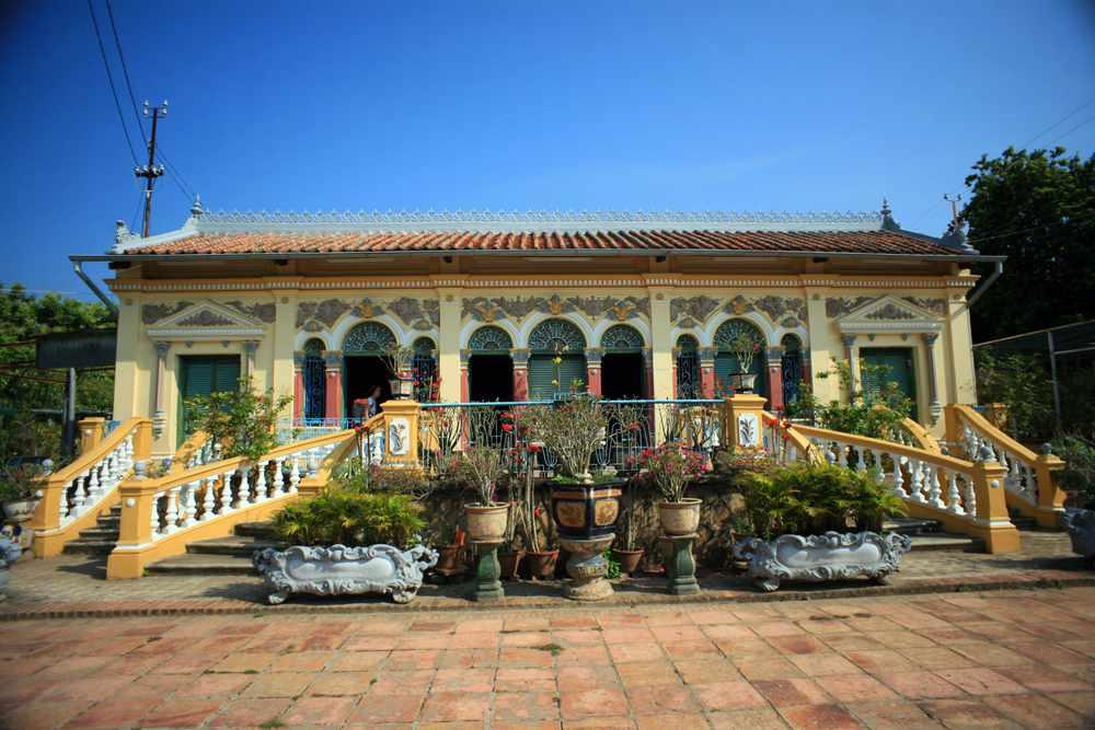Nhà cổ Bình Thủy ấn tượng với thiết kế lạ mắt và đầy cuốn hút.