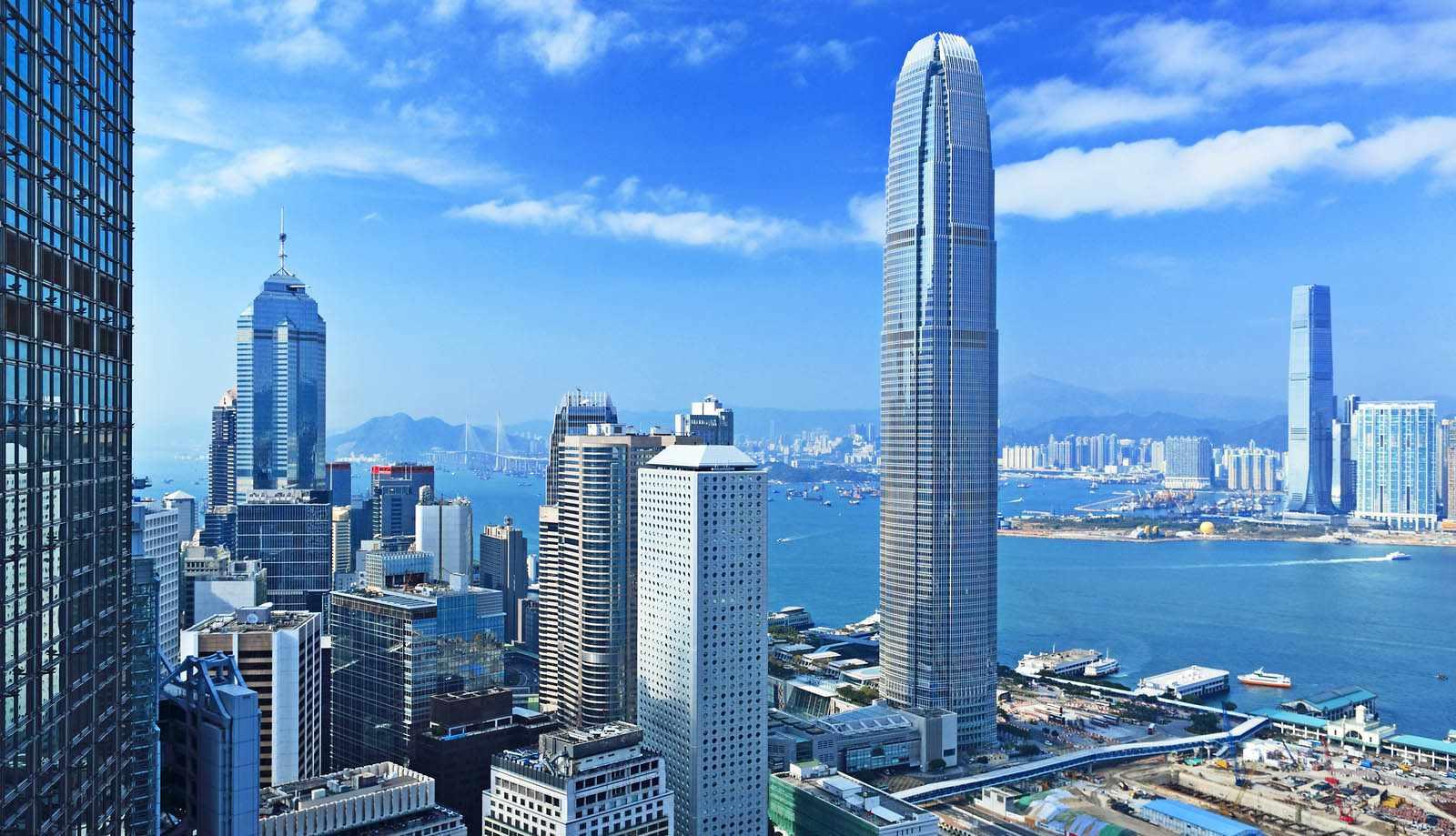 Hong Kong hiện đại, sầm uất cũng là điểm đến lý tưởng cho tour du lịch châu Á của bạn