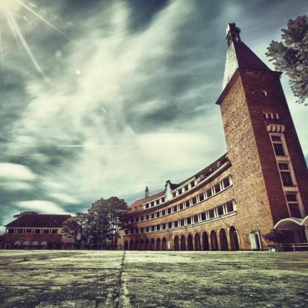 Tour Đà Lạt - Vẻ đẹp cổ kính của ngôi trường lọt Top 1000 công trình xây dựng độc đáo nhất thế giới thế kỷ XX