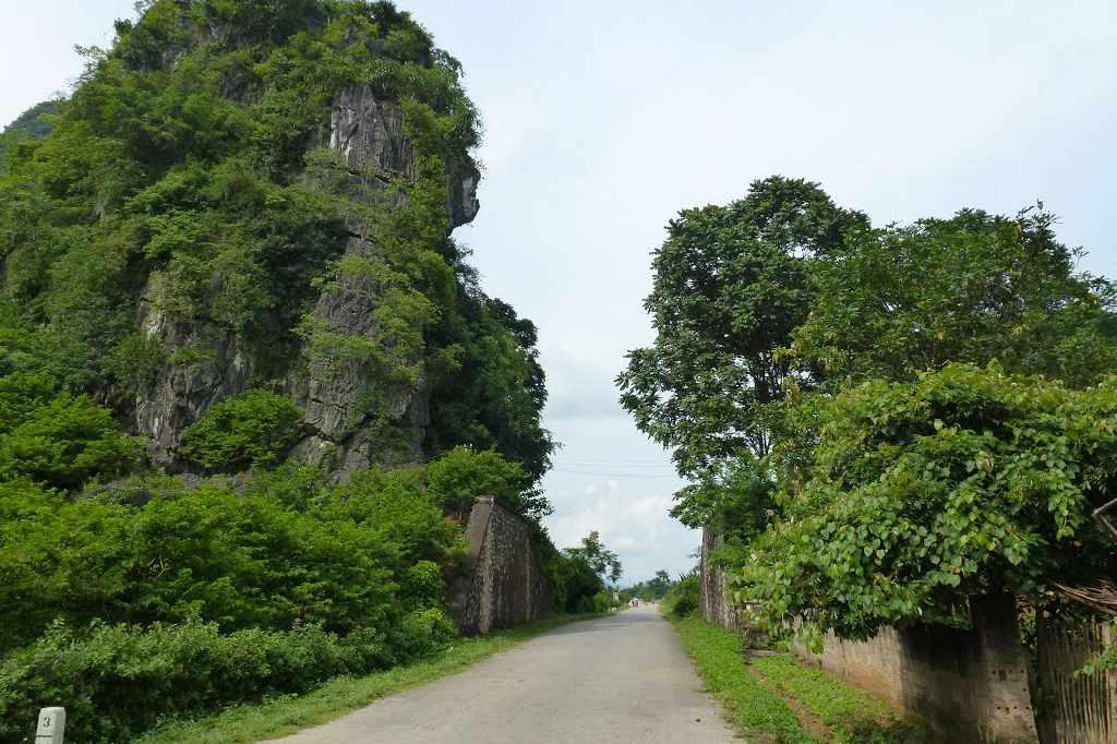 Ải Chi Lăng - bức tường thành chứng kiến bao sự kiện lịch sử vinh quanh của nước nhà. Tour du lich dong bac.