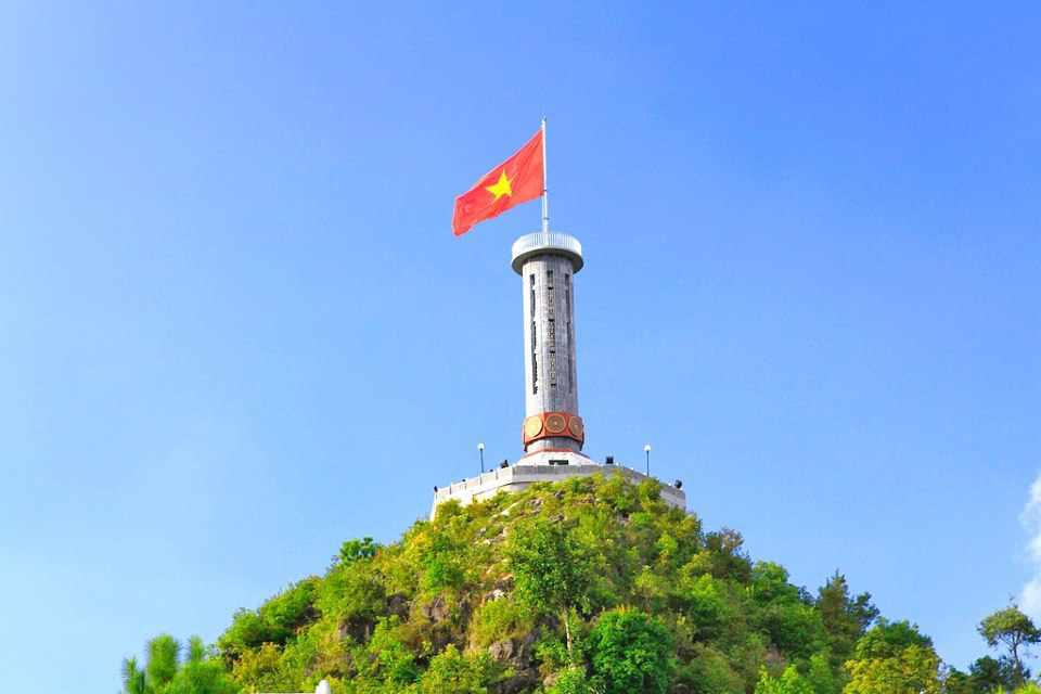 Du lịch Đông Bắc mà không ghé qua cột cờ Lũng Cú quả là một điều đáng tiếc. Tour Dong Bac.