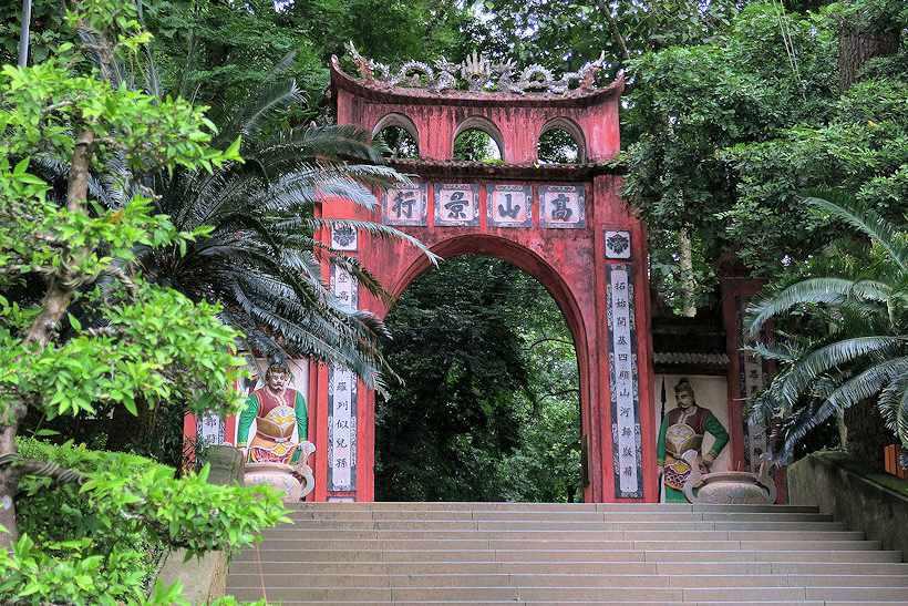Nếu đi tour Đông Bắc đến Phú Thọ, bạn nhất định phải qua thăm đền Hùng đấy nhé.