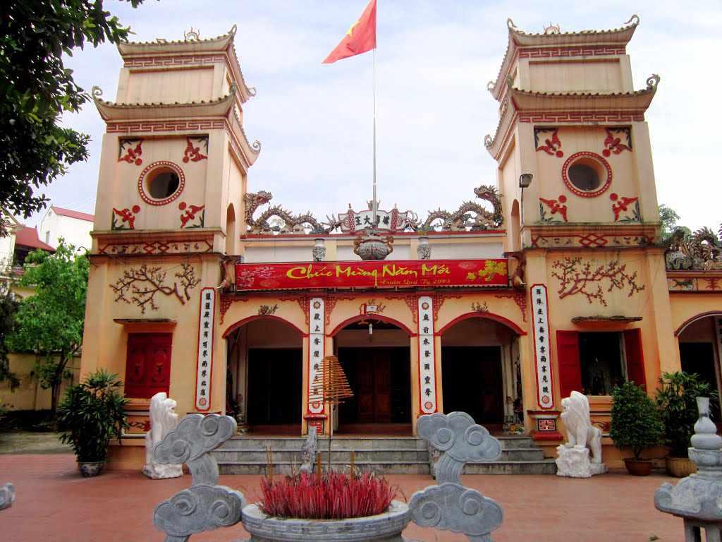 Đi tour du lịch Đông Bắc đến Lạng Sơn, bạn hãy ghé đền Kỳ Cùng để tham quan nữa nhé.