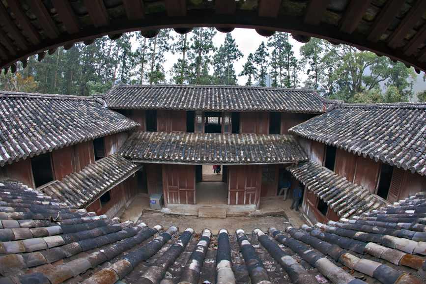 Đi tour Đông Bắc đến Hà Giang, bạn đừng bỏ lỡ những trải nghiệm thú vị tại dinh thự họ Vương độc đáo này nhé.