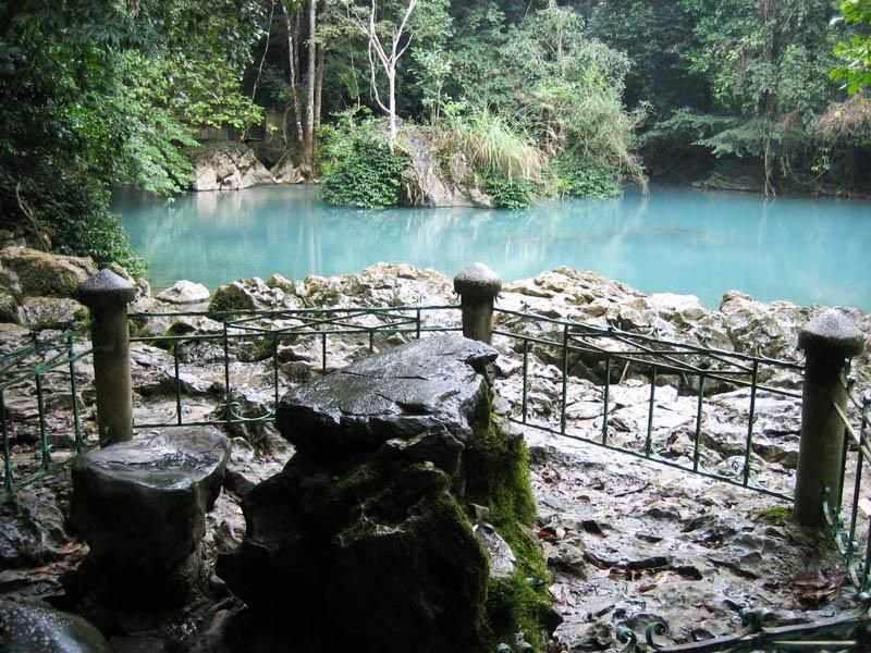 Chiếc bàn đá nơi Bác Hồ đã từng ngồi. Tour Dong Bac.
