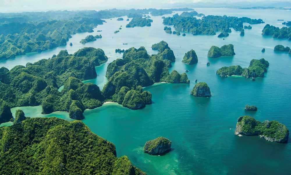 Vịnh Hạ Long - điểm đến du lịch ưa thích của du khách trong lẫn ngoài nước. Tour du lich Ha Long.