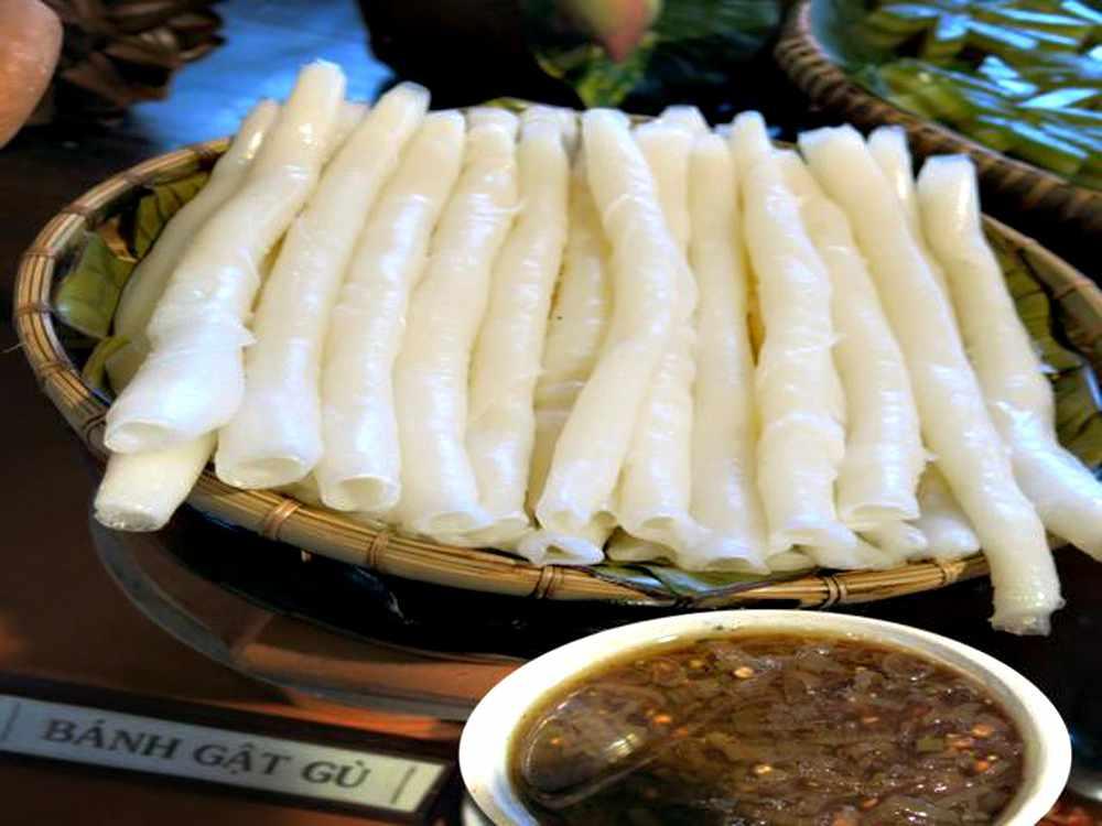 Bánh gật gù cũng ngon lắm đấy, hãy thử ngay khi đi tour Ha Long đến đây nhé!