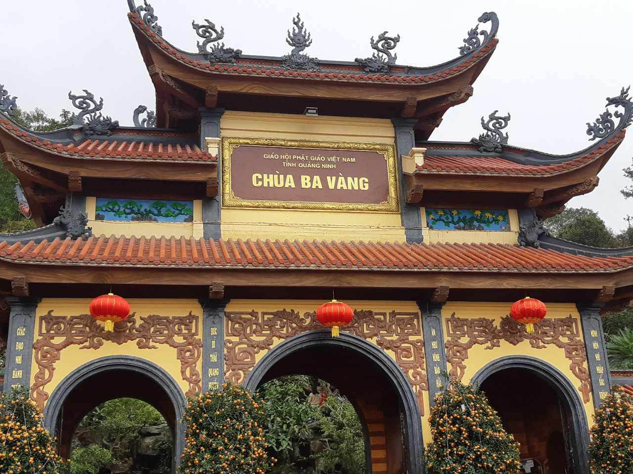 Nếu có đi tour Hạ Long thì nhớ ghé thăm chùa Ba Vàng nữa nhé.