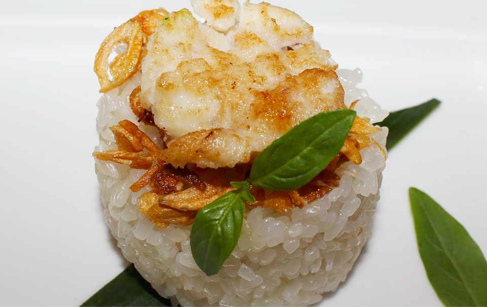 Tuy đơn giản những khách du lịch Hạ Long cũng đều rất thích ăn món này lắm đấy.