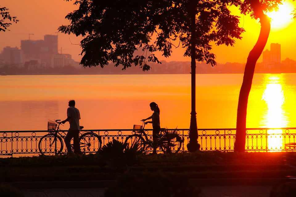 Tour Hà Nội - Bình minh trên Hồ Tây một sáng mùa thu