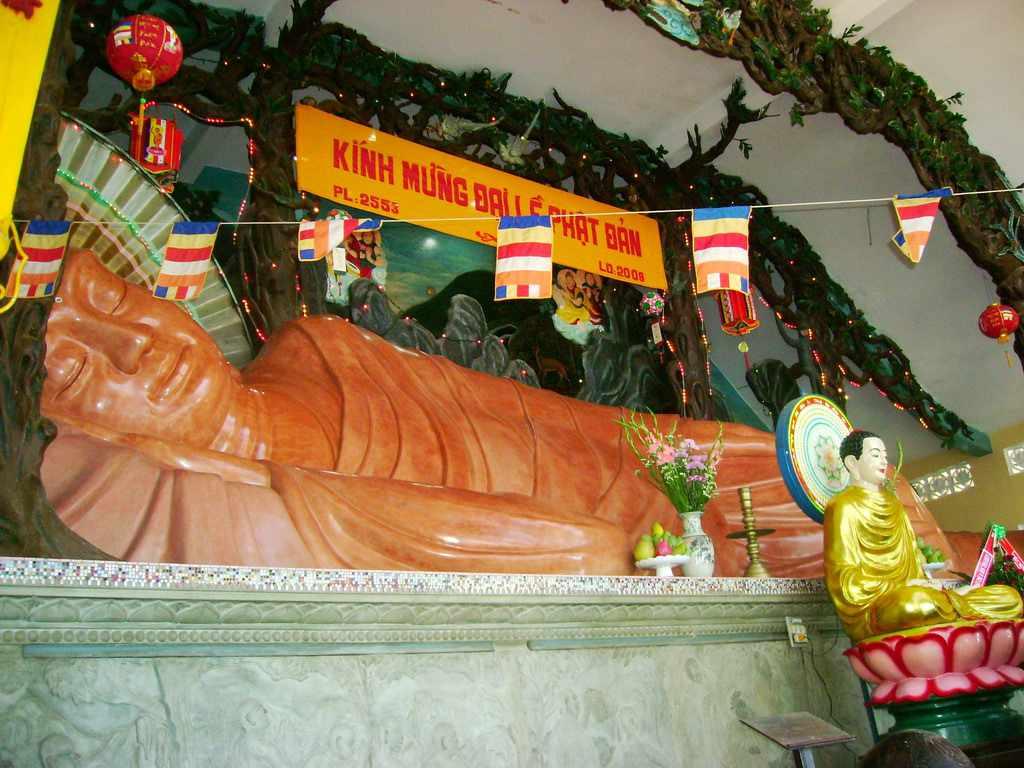 Tour du lịch miền Nam - Tượng Phật Nằm khổng lồ tại Niết Bàn Tịnh Xá