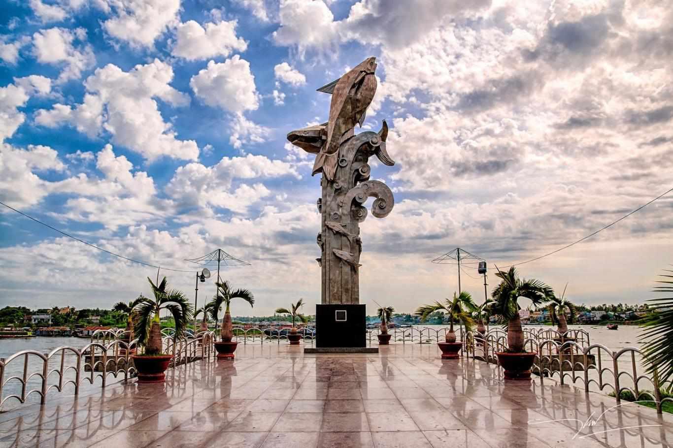 Tour du lịch miền Nam - Tượng đài cá Basa Châu Đốc