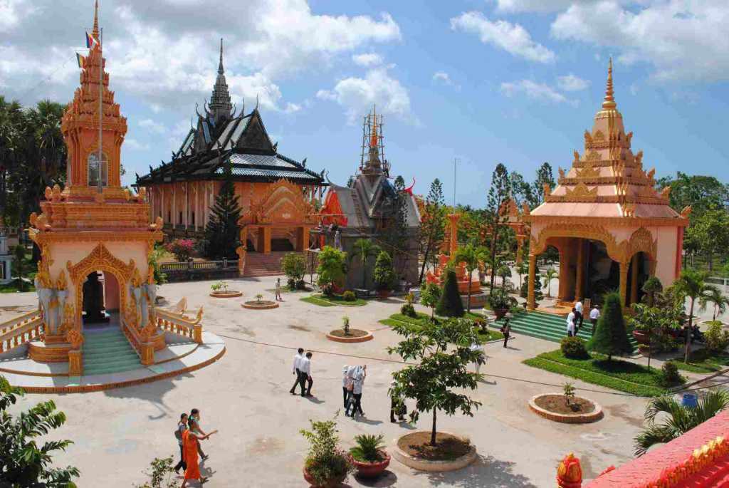Tour du lịch miền Nam - Kiến trúc văn hoá Khmer độc đáo tại chùa Xiêm Cán