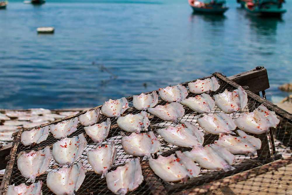 Khô cá Nam Du cũng là món đặc sản bạn nên thử ngay khi du lịch Nam Du.