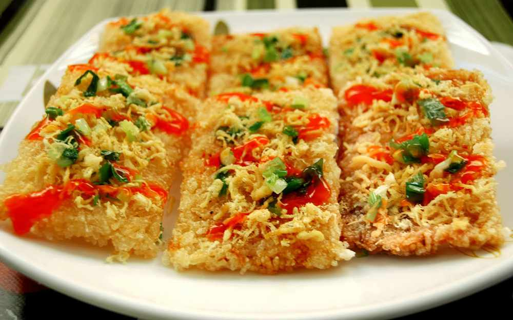 Cơm cháy Ninh bình - món ăn vặt nổi tiếng bạn không nên bỏ lỡ khi đi tour du lịch Ninh Bình.