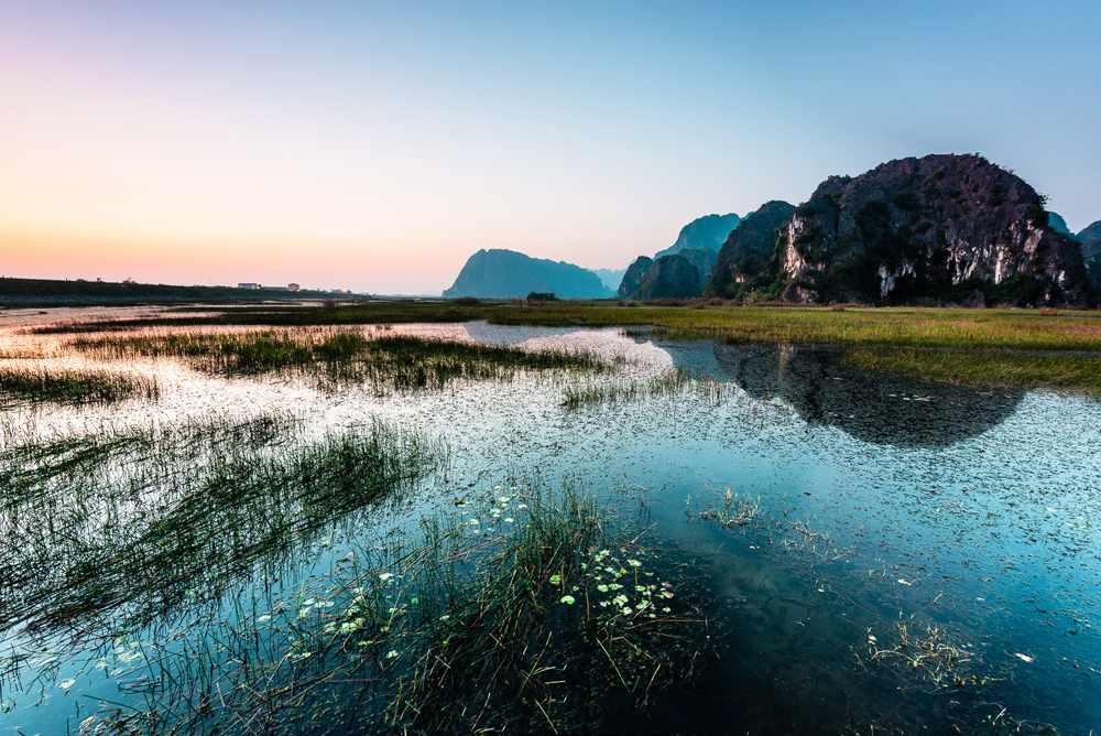 Khu bảo tồn Vân Long sở hữu vẻ đẹp long lanh đáy nước in trời. Tour du lich Ninh Binh.