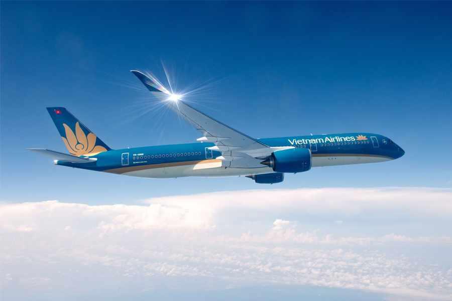 Nếu bạn ở xa mà đi tour du lịch Ninh Bình ngắn ngày thì máy bay là sự lựa chọn tối ưu.