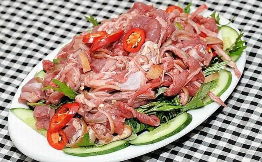 Tái dê Hoa Lư sẽ khiến nhiều khách đi tour Ninh Bình phải ngỡ ngàng trước hương vị đặc biệt của nó.