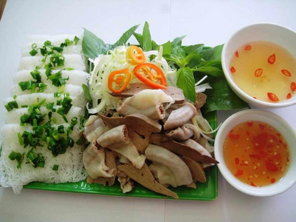 Bạn khó lòng cưỡng lại hương vị thơm ngon, dễ ăn của bánh hỏi lòng heo đâu. Tour du lich Ninh Thuan. Tour Ninh Thuan.