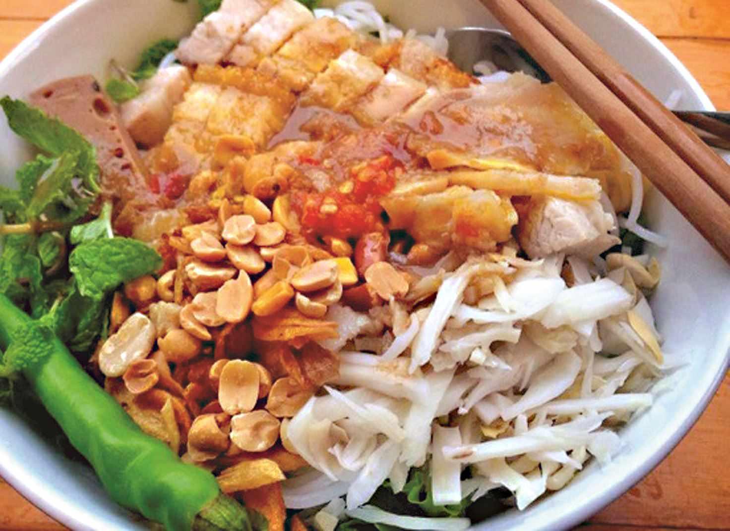 Bún mắm nêm tuy hơi khó ăn nhưng đã ăn là phải thèm. Tour du lịch Ninh Thuận. tour Ninh Thuận.