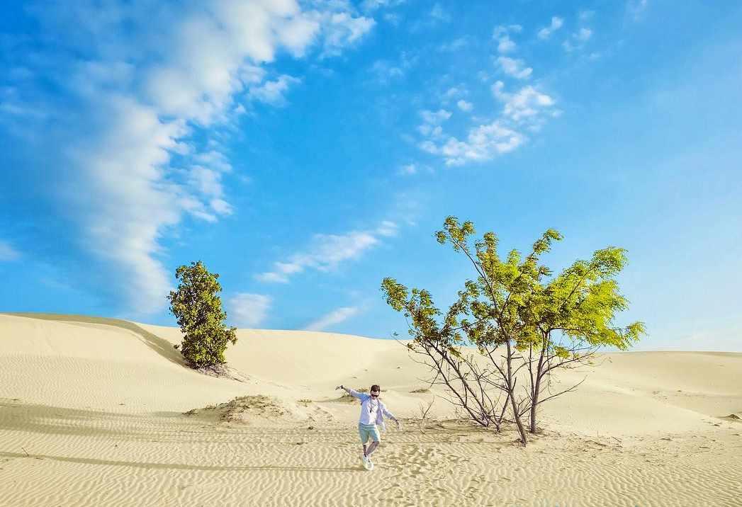 Đồi cát Nam Cương - điểm đến tour Ninh Thuận cho những cặp đôi muốn chụp ảnh cưới hoặc ảnh kỷ niệm.