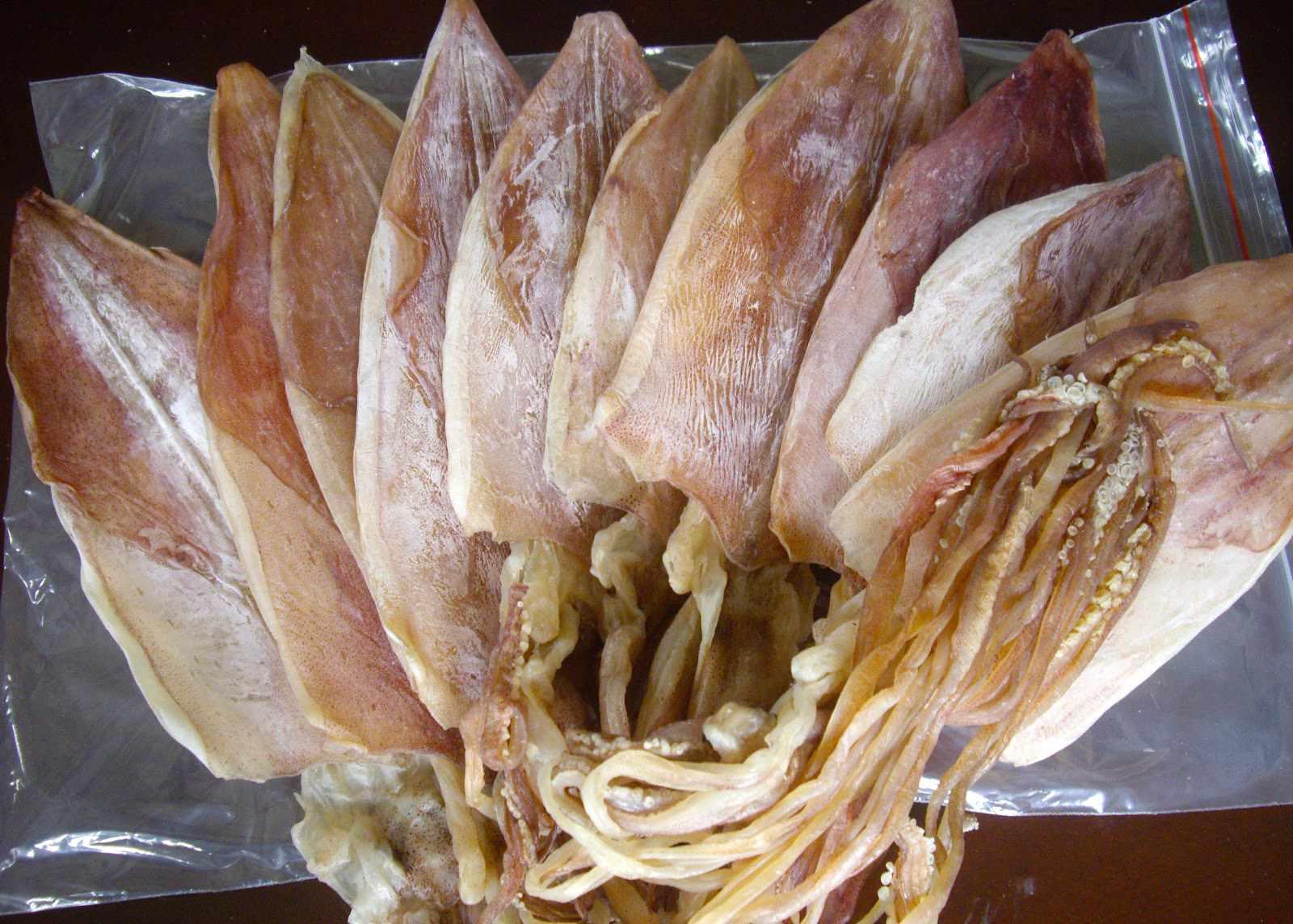 Mực một nắng - món quà lưu niệm phổ biến của khách du lịch Ninh Thuận. Tour Ninh Thuan.