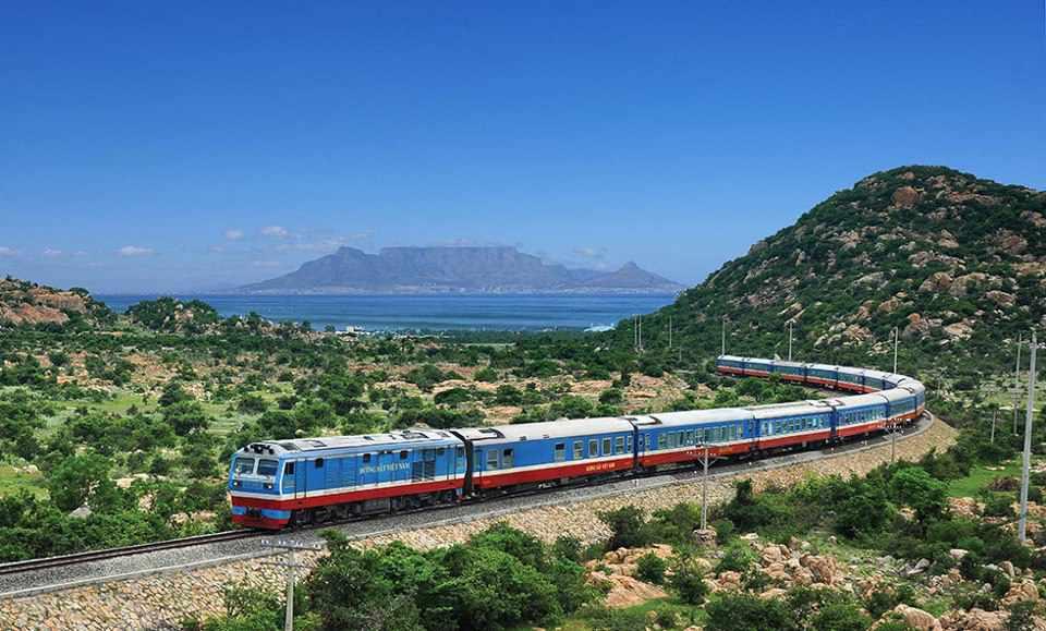 Đi tour du lịch Ninh Thuận bằng tàu hỏa vừa rẻ vừa an toàn. Tour du lich ninh thuan.
