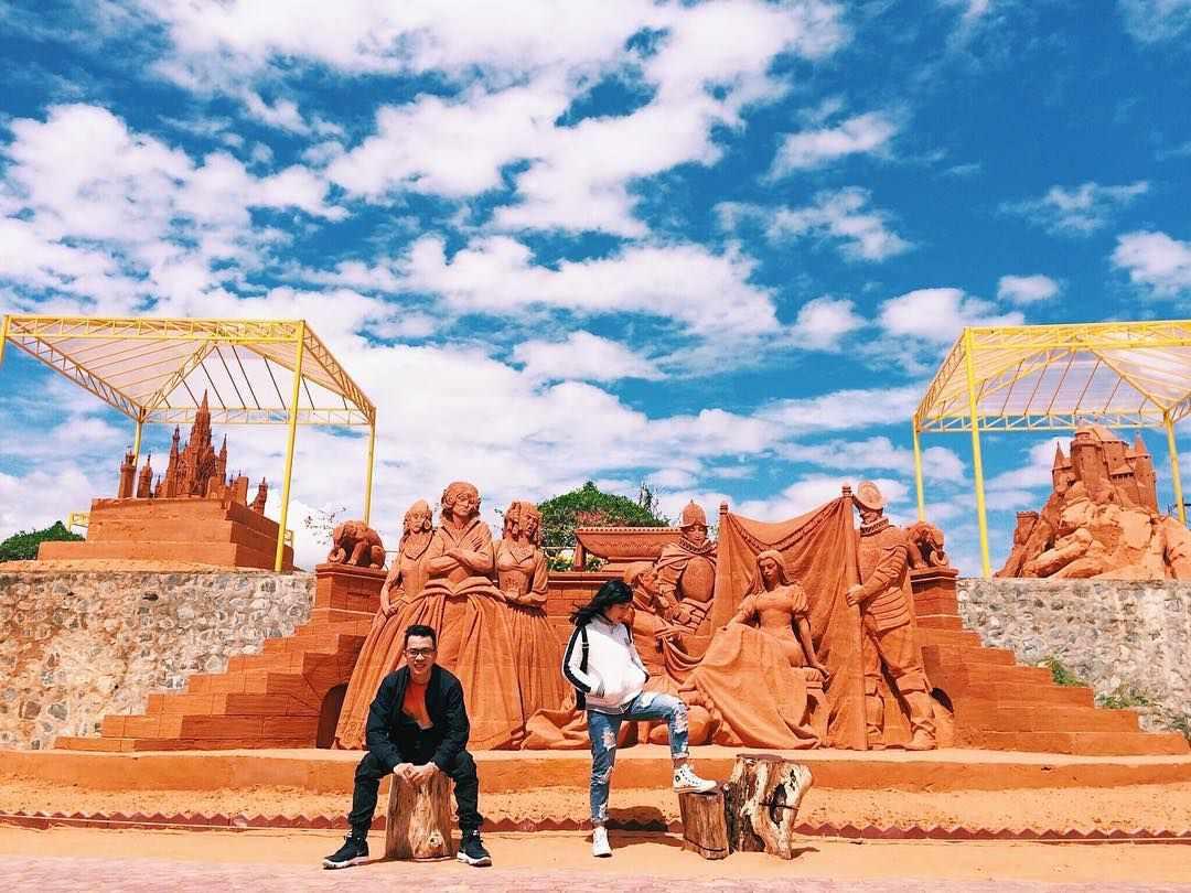 Tour Phan Thiết - Công viên tượng cát Forgotten Land