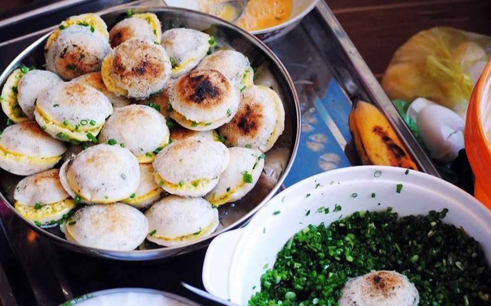 Bánh căn Phan Thiết thơm ngon sẽ khiến bạn phải tấm tắc khen ngon. Tour Phan Thiet, tour du lich Phan Thiet.