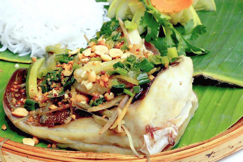 Vừa ngon vừa lạ miệng chỉ có thể là cá lồi xối mỡ. Hãy ăn ngay khi đi tour Phan Thiết nhé!