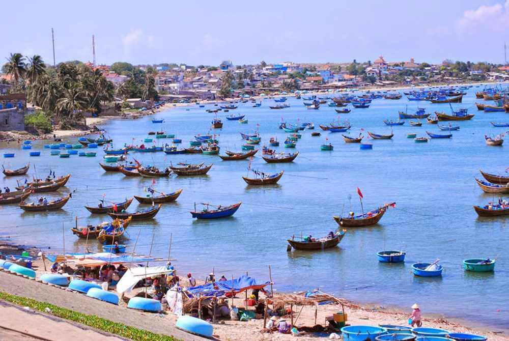 Bạn hãy nhớ ghé qua làng chài Mũi Né tham quan khi đi tour Phan Thiết nhé.