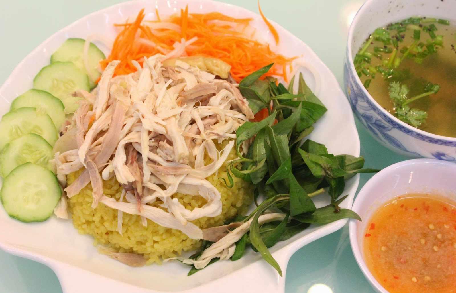 Đi tour Phú Yên bạn nhất định phải nếm qua món cơm gà siêu ngon này nhé.
