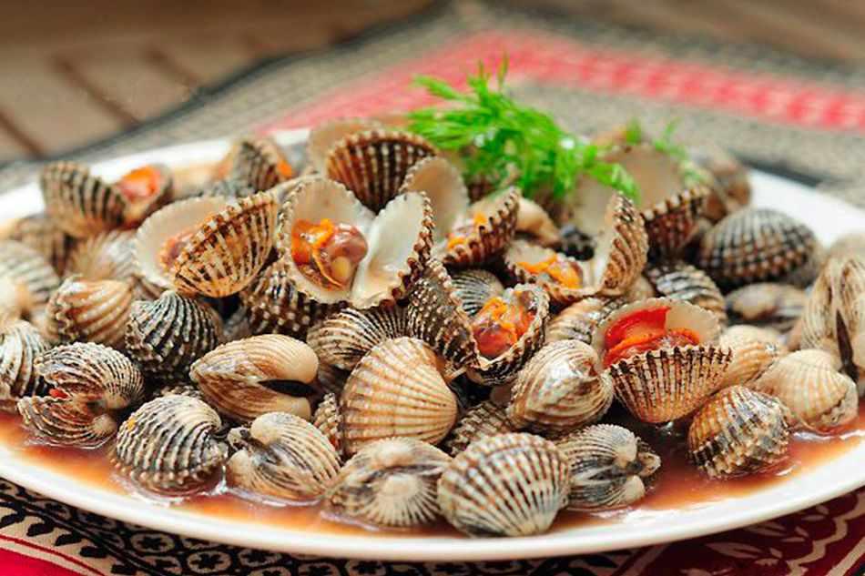 Nếu đi tour Phú Yên đến đầm Ô Loan, hãy nhớ thử món sò huyết tươi ngon nhất ở đây nhé!