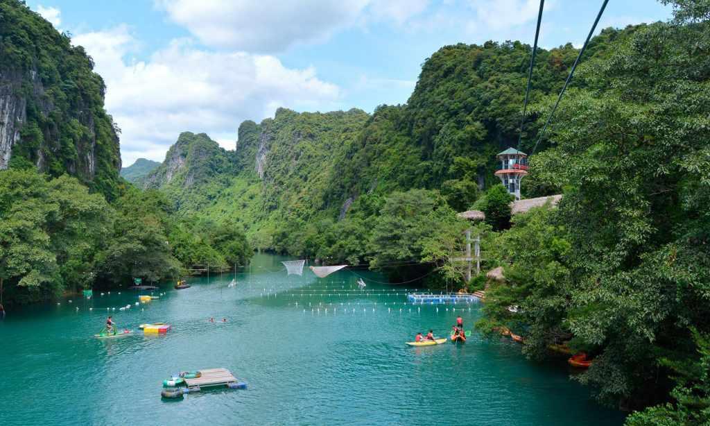 Sông Chày - Hang Tối cũng là địa điểm hấp dẫn nhiều khách du lịch Quảng Bình,