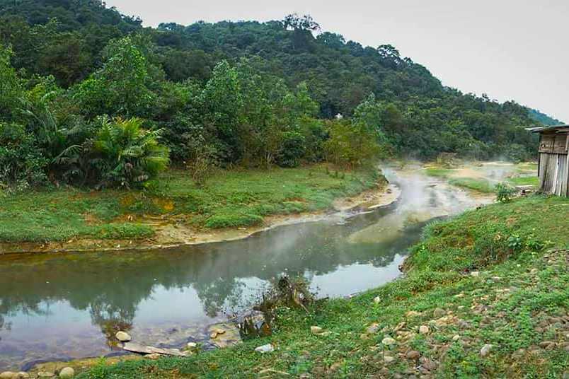 Suối nước nóng Bang cũng là địa điểm tham quan nghỉ dưỡng yêu thích của khách du lịch Quảng Bình.