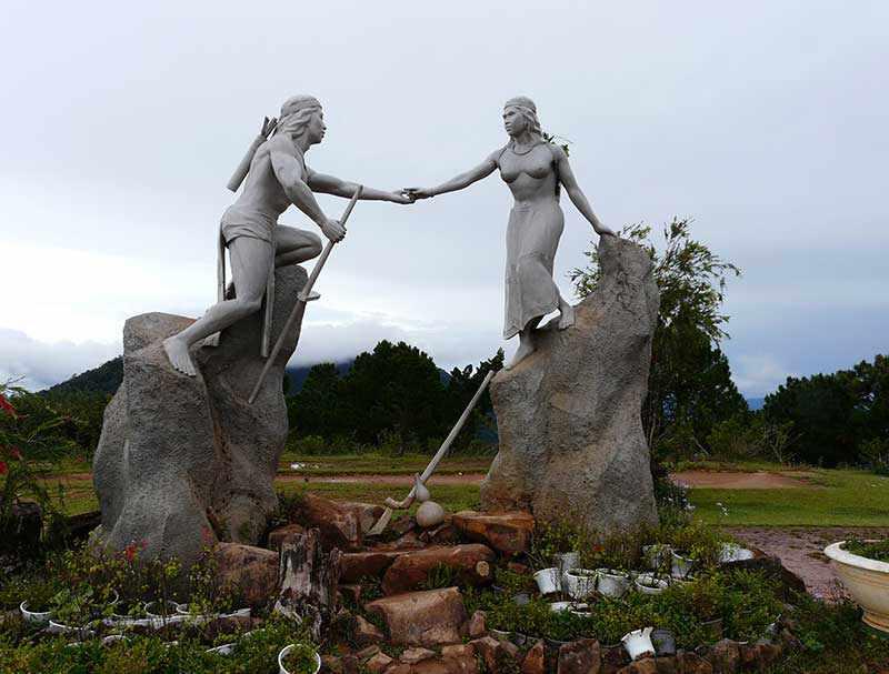 Tour Tây Nguyên - Du lịch Tây Nguyên lên đỉnh LangBiang nghe kể chuyện tình