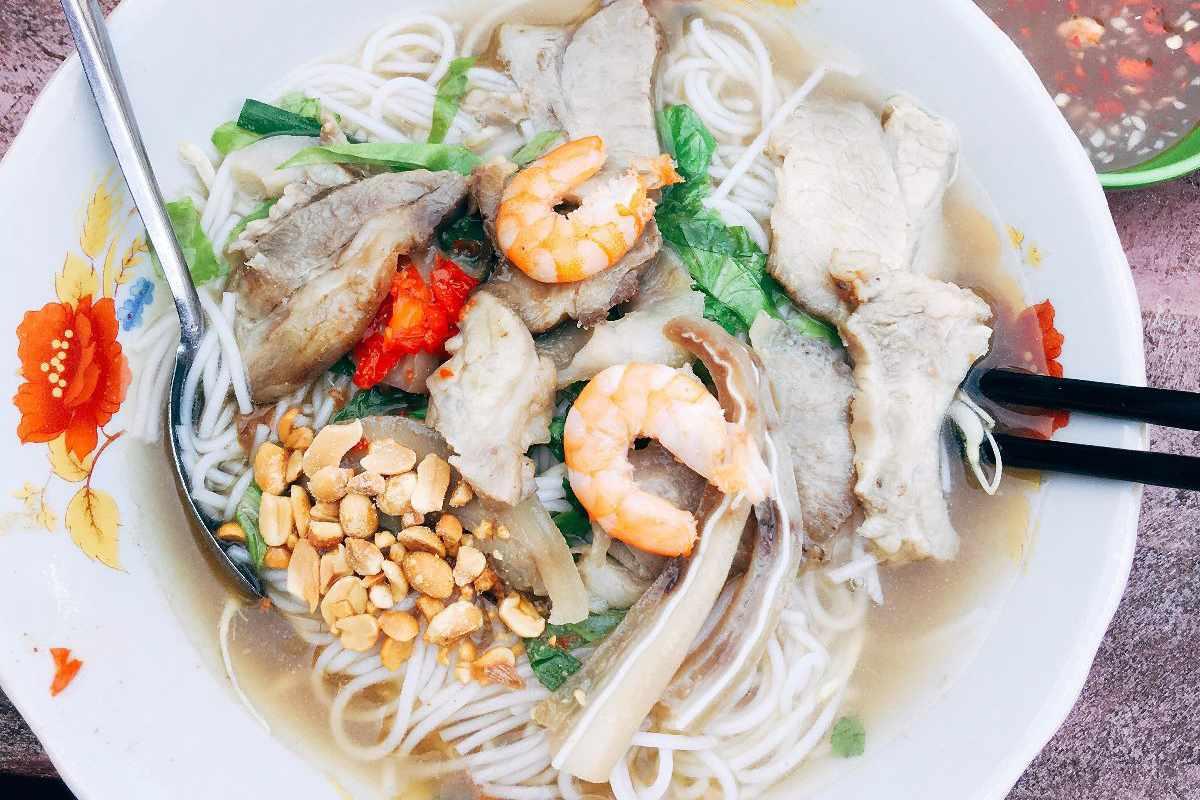 Bún gỏi già Mỹ Tho cũng là món ăn cực kỳ hấp dẫn khách du lịch Tiền Giang.