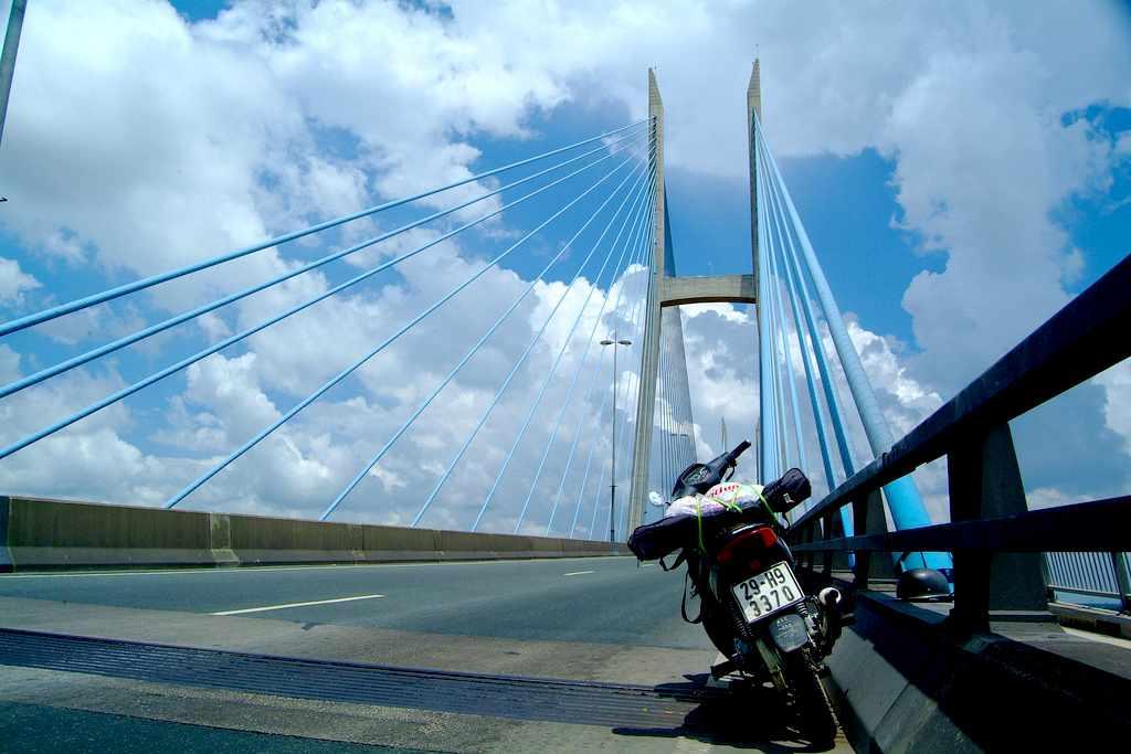 Cầu Mỹ Thuận nối liền Tiền Giang và Vĩnh Long - tour du lịch Tiền Giang bạn không nên bỏ lỡ qua cây cầu này nhé.