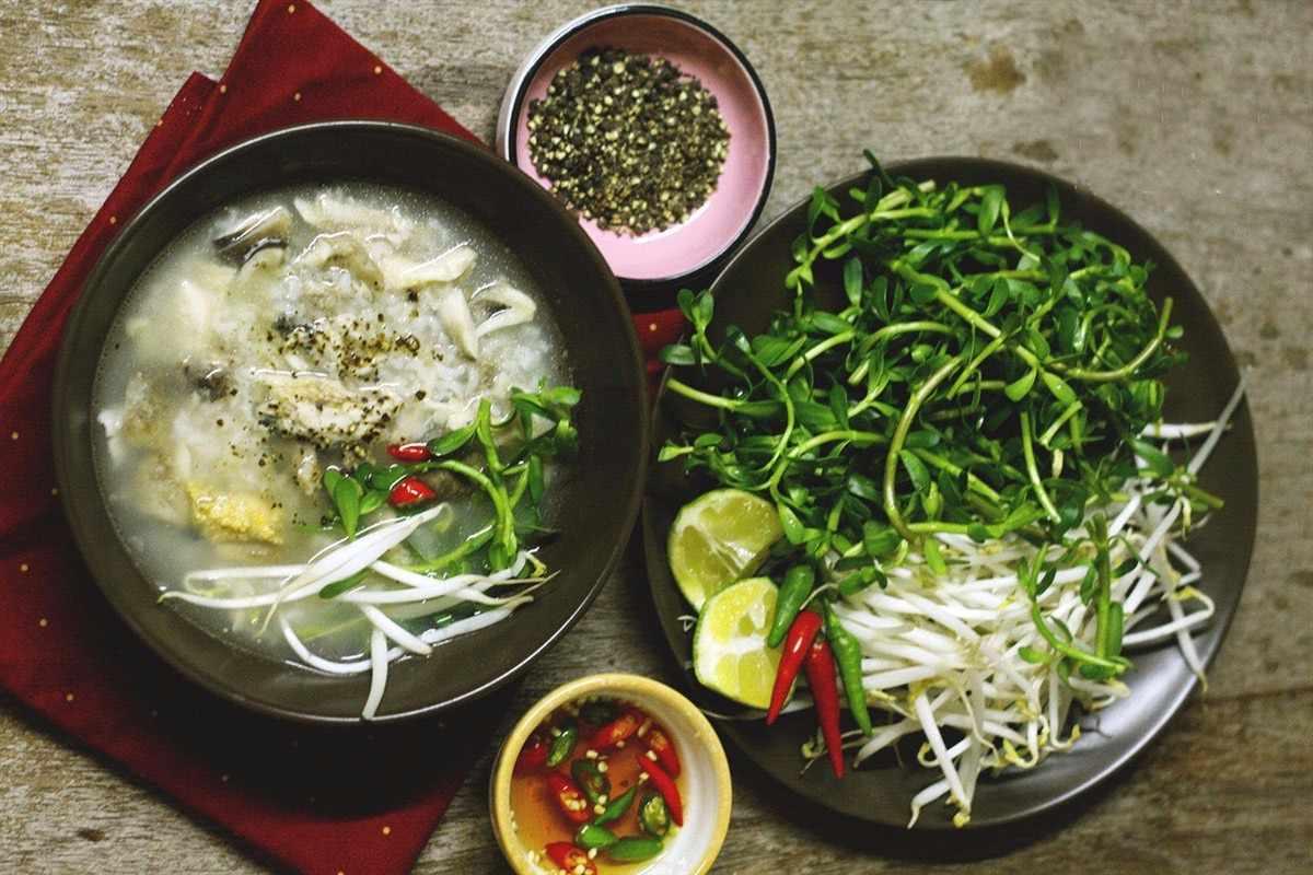 Đã đi tour Tiền Giang thì ai nhất định cũng phải ăn ngay món cháo cá lóc rau đắng này. tour du lich tien giang.
