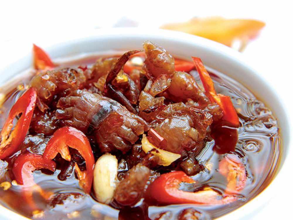 Bạn cũng hãy nhớ mua một ít mắm còng lột về làm quà sau tour du lịch Tiền Giang nhé. tour tiền giang.